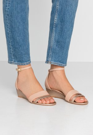 LEATHER WEDGES - Sandalen met sleehak - nude