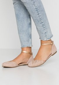 Anna Field - LEATHER BALLERINAS - Ballerina med reim - beige - 0