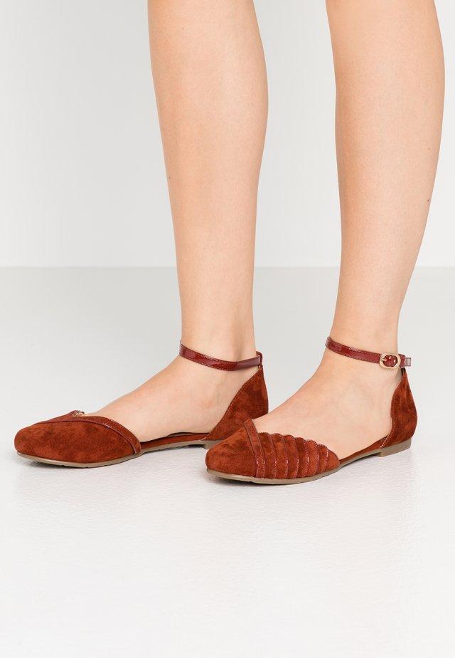 LEATHER ANKLE STRAP BALLET PUMPS - Ankle strap ballet pumps - brown