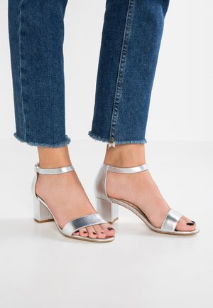 LEATHER HEELED SANDALS - Sandals - silver