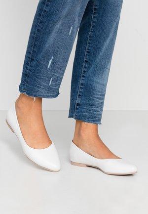 LEATHER BALLERINAS - Ballet pumps - white