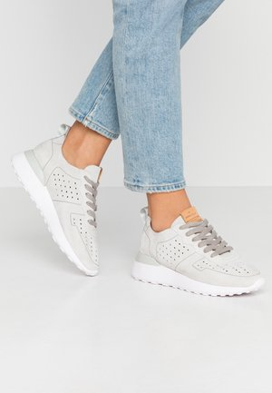 LEATHER SNEAKERS - Matalavartiset tennarit - grey