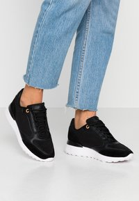 Anna Field - LEATHER SNEAKERS - Matalavartiset tennarit - black - 0