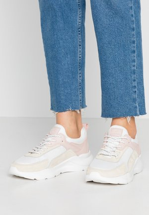 LEATHER SNEAKERS - Zapatillas - white