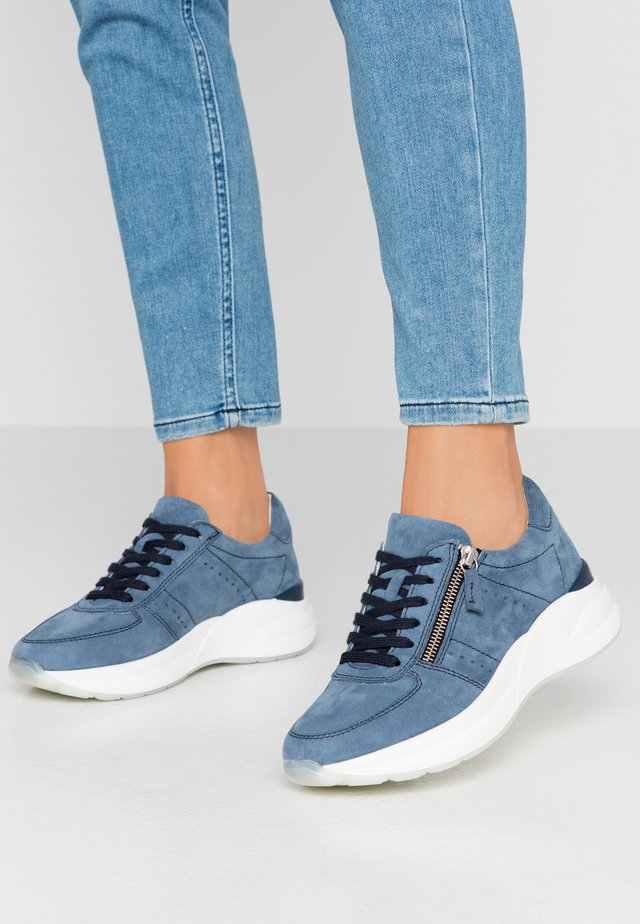 LEATHER SNEAKERS - Sneakers basse - blue