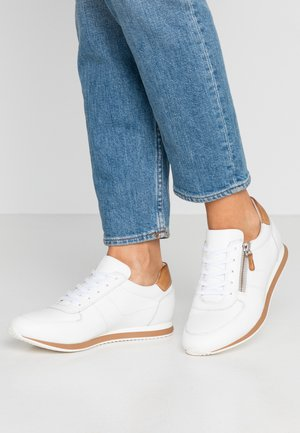LEATHER SNEAKERS - Sneakers - white