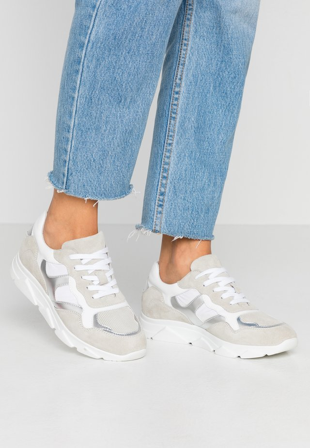 LEATHER TRAINERS - Joggesko - grey