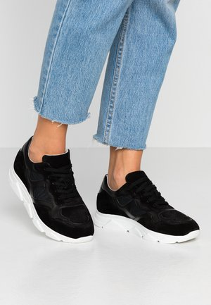 LEATHER TRAINERS - Matalavartiset tennarit - black