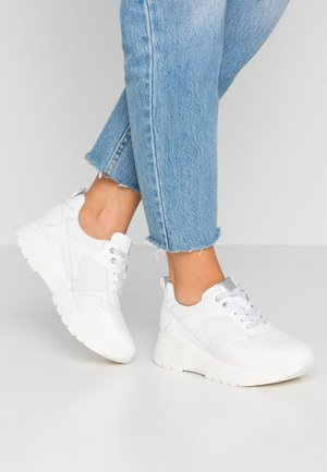 LEATHER TRAINERS - Trainers - white
