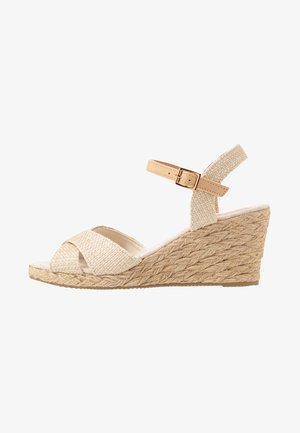 Sandalen met sleehak - beige