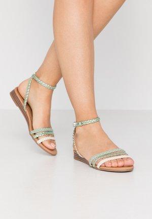 Sandaalit nilkkaremmillä - green
