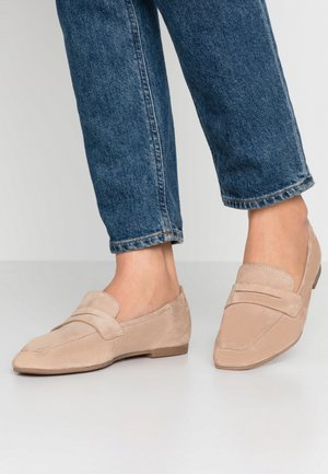 LEATHER SLIP-ONS - Mocassins - beige