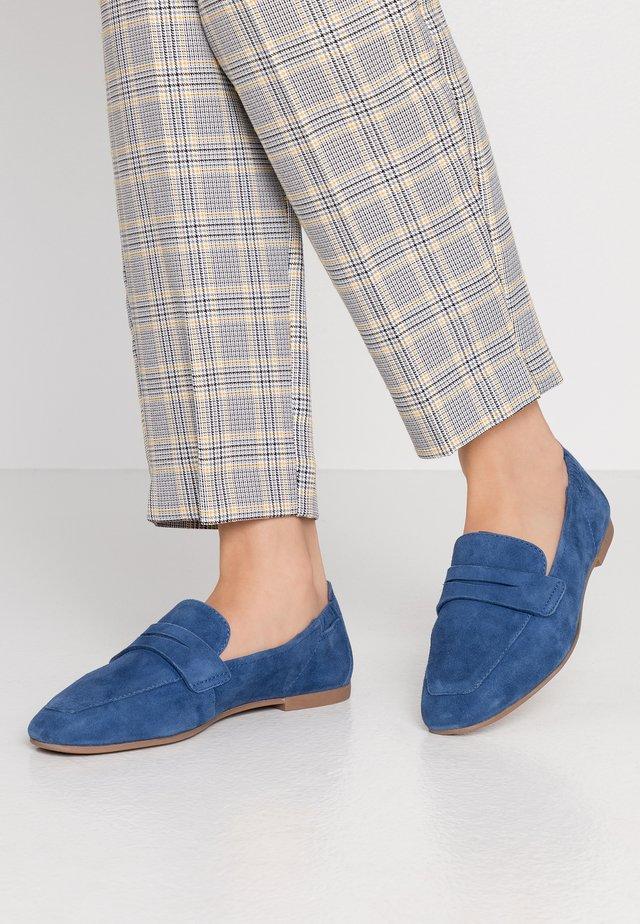 LEATHER SLIP-ONS - Slippers - blue denim