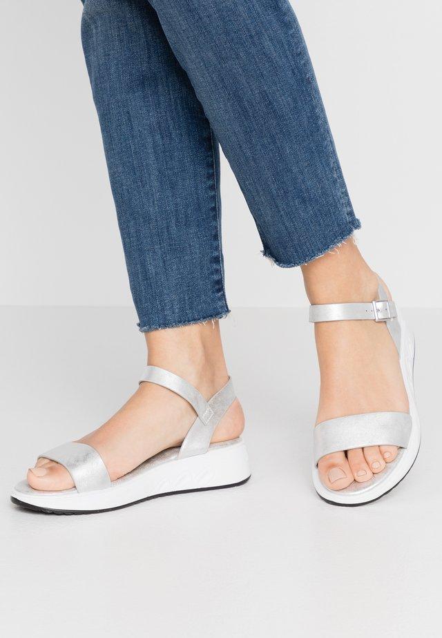 Sandały na koturnie - silver