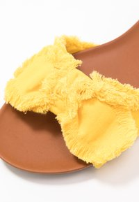 Anna Field - Mules - yellow - 2
