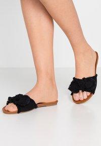 Anna Field - Pantolette flach - black - 0