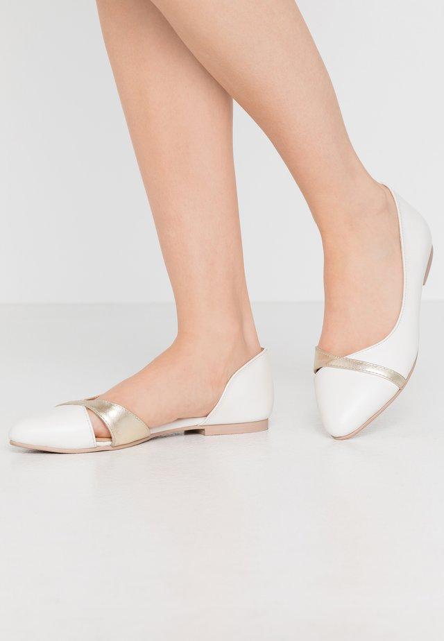 LEATHER BALLERINAS - Ballerinat - white