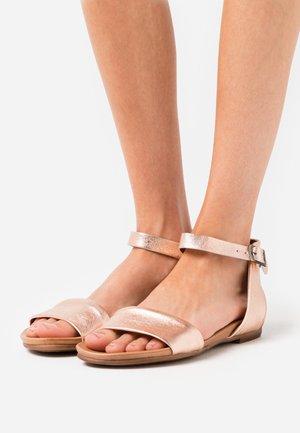 Sandaalit nilkkaremmillä - rose gold
