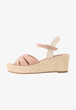 Sandaler m/ kilehæl - nude