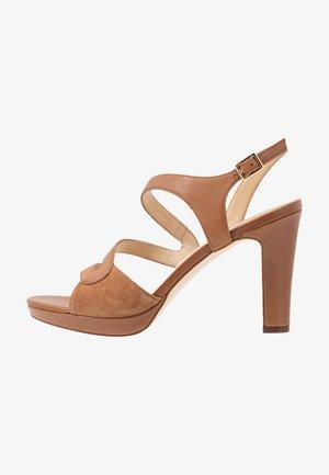 LEATHER HIGH HEELED SANDALS - Sandaler med høye hæler - cognac
