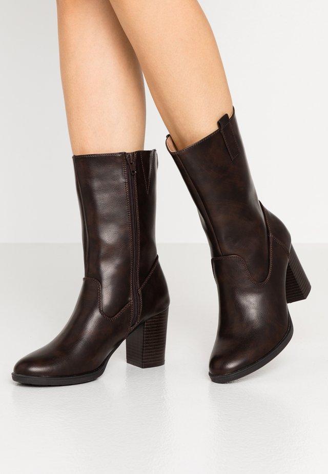 Høje støvler/ Støvler - cognac