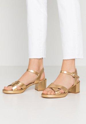 LEATHER - Sandały na platformie - gold