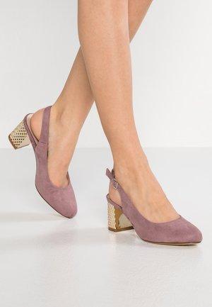 Czółenka - lilac