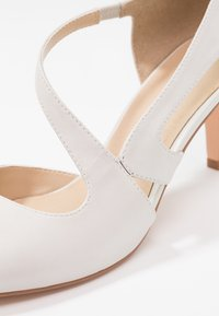 Anna Field - LEATHER CLASSIC HEELS - Decolleté - white - 2