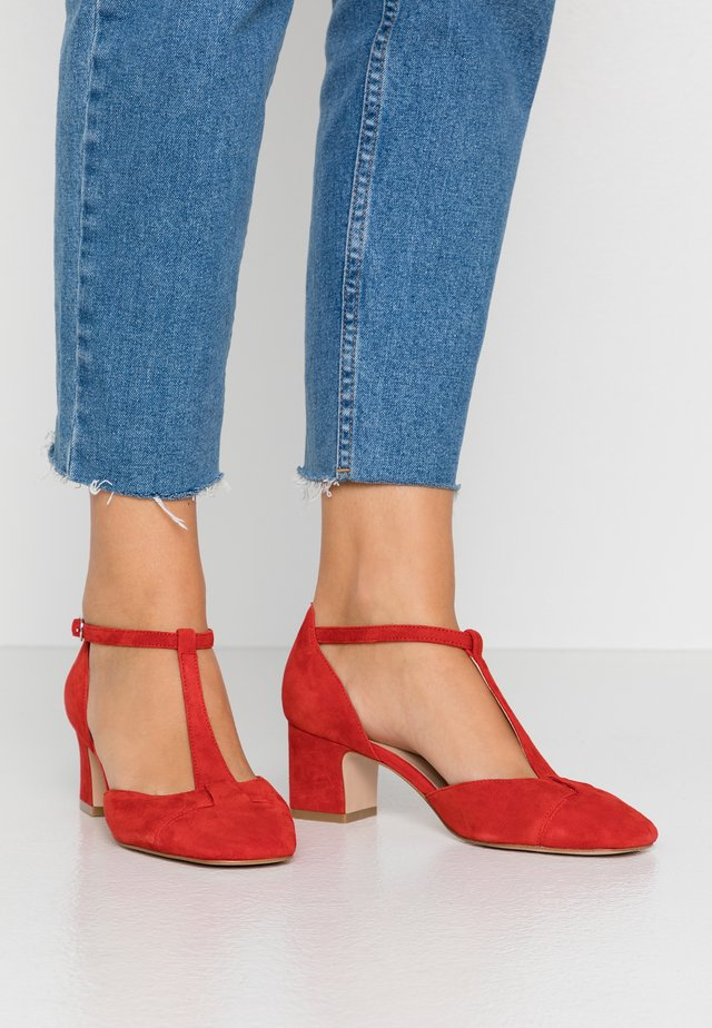 LEATHER PUMPS - Pumps - red