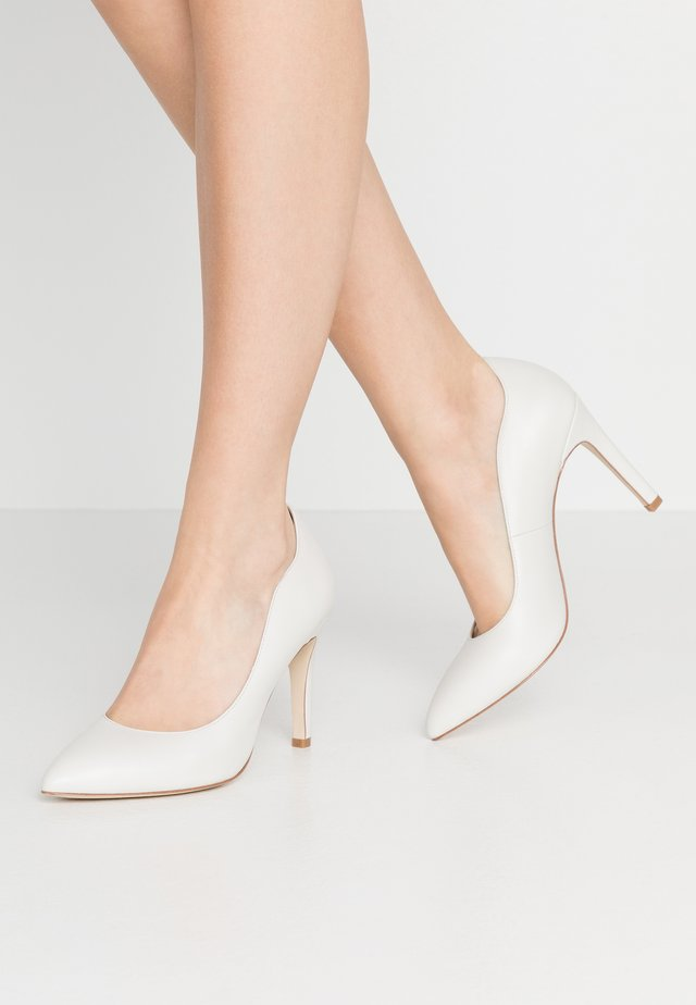 LEATHER HIGH HEELS - High heels - white