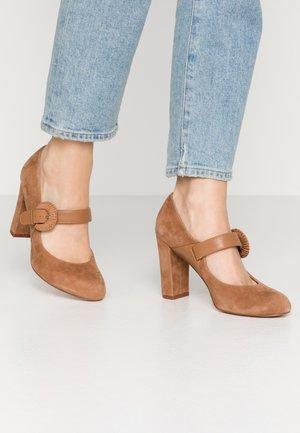 LEATHER HIGH HEELS - High heels - cognac