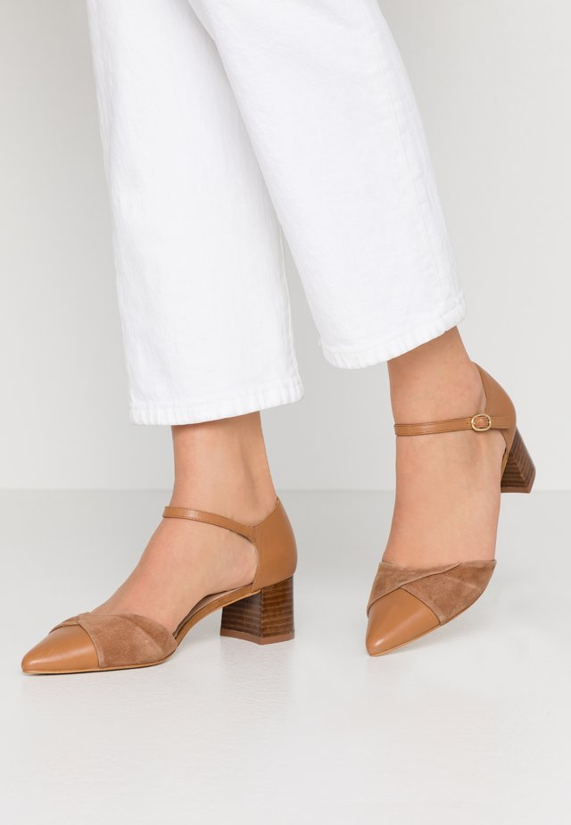 LEATHER CLASSIC-HEELS - Classic heels - camel