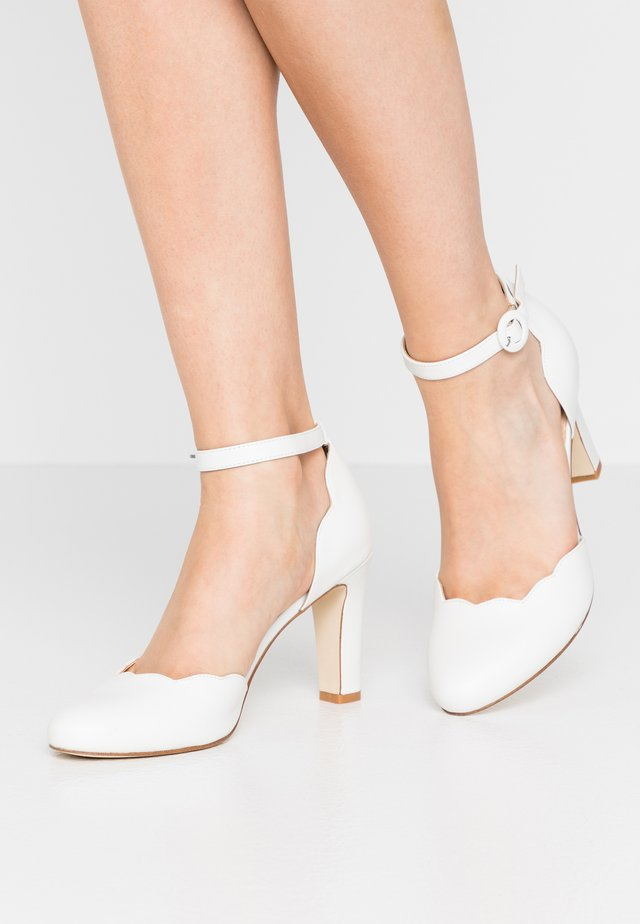 LEATHER PUMPS - High heels - white