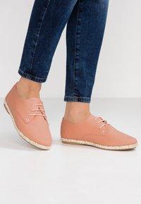Anna Field - Zapatos con cordones - pink - 0