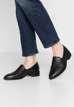 LEATHER SLIP-ONS - Mocassins - black