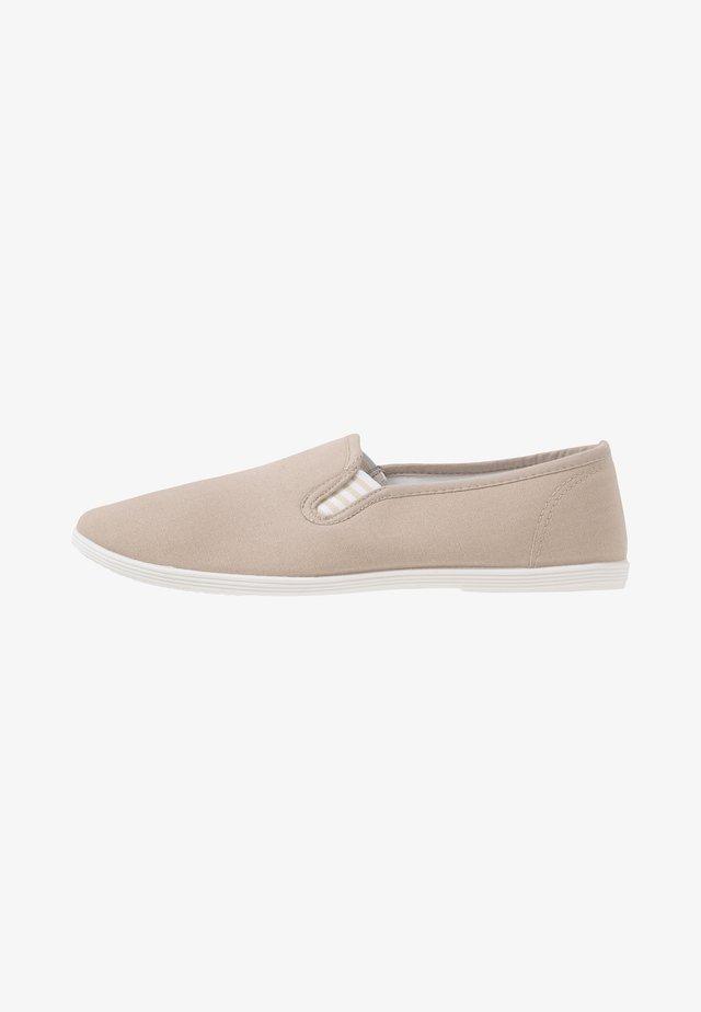 Slip-ons - light grey
