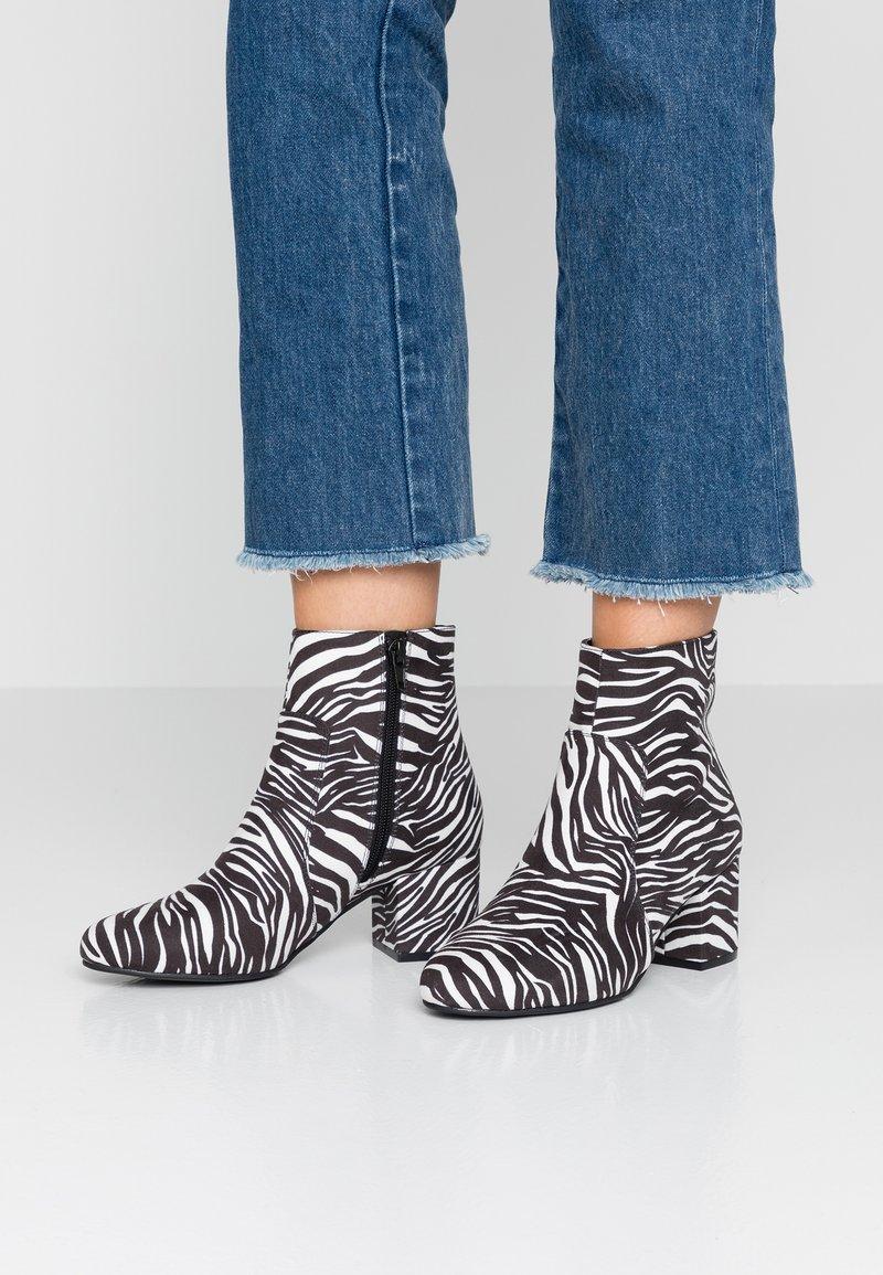 Anna Field - Kotníkové boty - white
