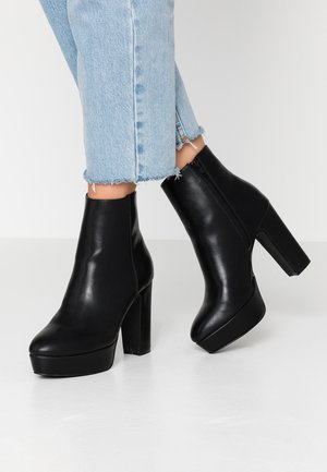 Bottines à talons hauts - black