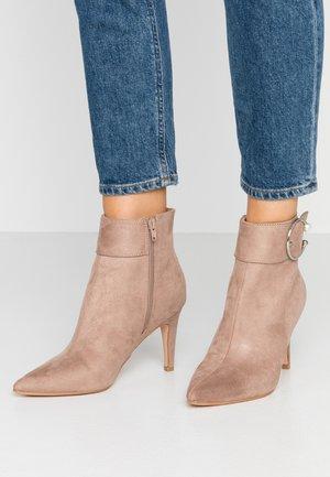 Kotníková obuv na vysokém podpatku - sand