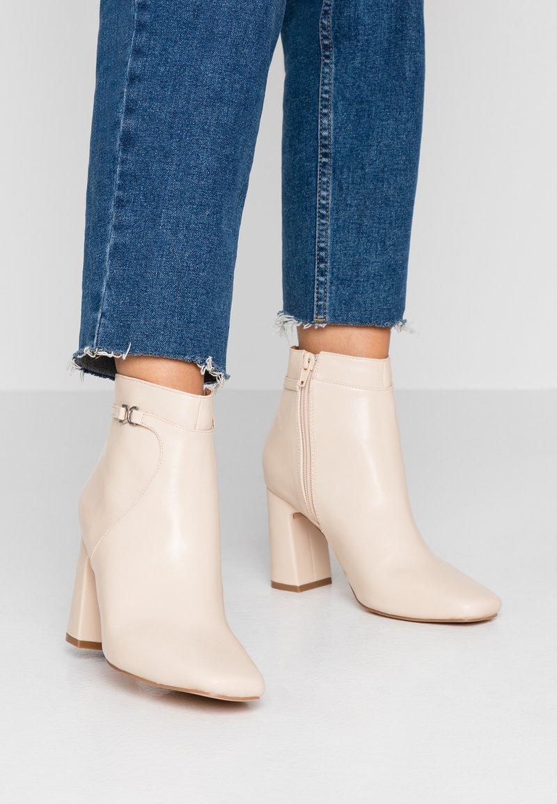 Anna Field - Kotníková obuv na vysokém podpatku - offwhite
