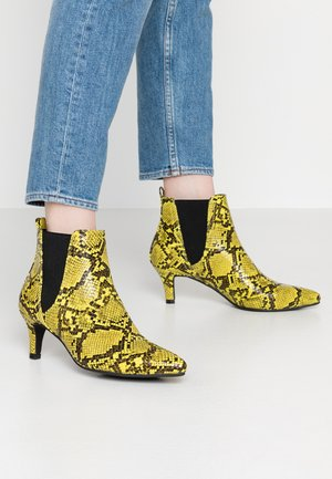 Ankle boots - neon green