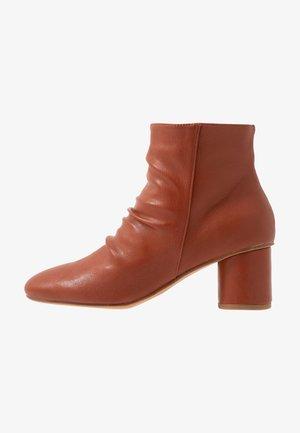 Kotníková obuv - orange