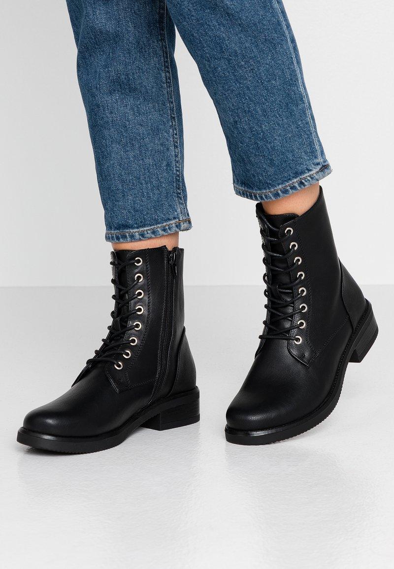 Anna Field - Šněrovací kotníkové boty - black