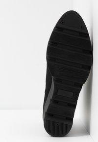 Anna Field - Kotníkové boty na klínu - black - 6
