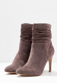 Anna Field - LEATHER BOOTIES - Classic ankle boots - brown - 4