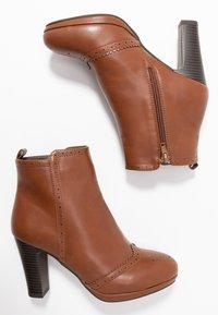 Anna Field - Kotníková obuv na vysokém podpatku - cognac - 3