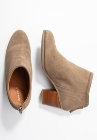 Anna Field - LEATHER BOOTIES - Classic ankle boots - taupe - 3