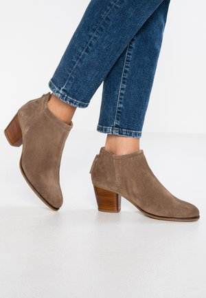 LEATHER BOOTIES - Støvletter - taupe