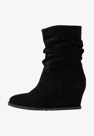 LEATHER BOOTIES - Støvletter - black