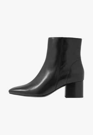 LEATHER BOOTIES - Kotníkové boty - black
